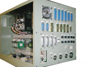 部品製造装置の制御盤、小型化