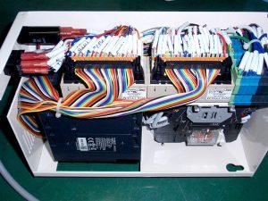 精密機器製造装置の制御ボックス